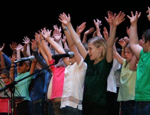 """Schulchor und Singvögel """"Hand in Hand"""""""